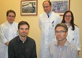 v.li. Dr. Claudia Schinköthe, Christoph Löffler, Prof. Dr. Marc-Oliver Grimm, Michael Löffler und Yvonne Winkler. Foto: UKJ / Schleenvoigt