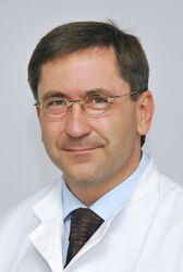 Prof. Dr. James F. Beck,  Direktor der Klinik für Kinder- und Jugendmedizin am UKJ. Foto: UKJ