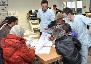 Am Universitätsklinikum Jena wurden seit September rund 2.200 Untersuchungen (Erstuntersuchungen und Röntgenuntersuchungen) durchgeführt. Die Mediziner des UKJ haben nun einen einheitlichen Gesundheitsbogen für die Erstuntersuchungen von Flüchtlingen in ganz Thüringen entwickelt. Foto: UKJ/Medienzentrum