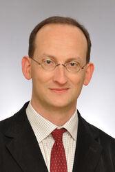Prof. Dr. Christian Hübner, Leiter des Institutes für Humangenetik am UKJ. Foto: UKJ