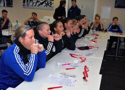 Die Spieler des FC Carl Zeiss und Fußballerinnen des FF USV Jena ließen sich bei der Deutschen Stammzellspenderdatei registrieren. Foto: UKJ
