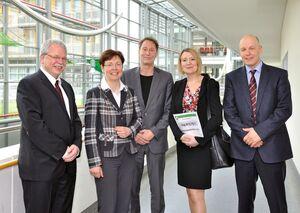 "Gesundheitsministerin Heike Taubert (2.v.l.) eröffnete am 24. April offiziell das ""Schlaganfall Telemedizin Netzwerk in Thüringen"", kurz: SATELIT. Foto: Szabo/UKJ."